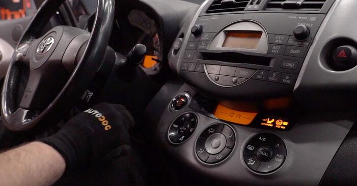 TOYOTA RAV4 2.0 4WD (ACA30_) Innenraumfilter ausbauen: Anweisungen und Video-Tutorials online