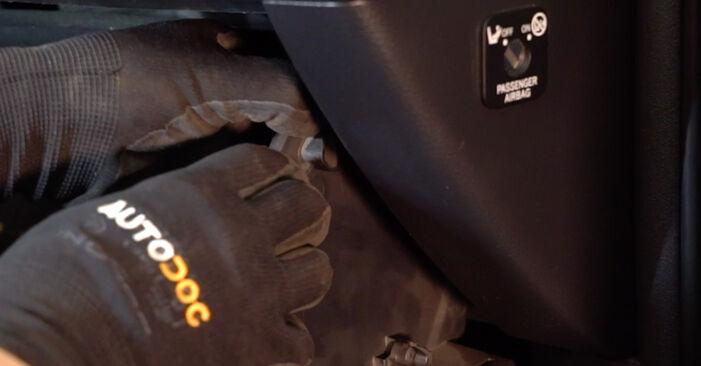 Innenraumfilter Toyota RAV4 III 2.2 D (ALA35_) 2007 wechseln: Kostenlose Reparaturhandbücher