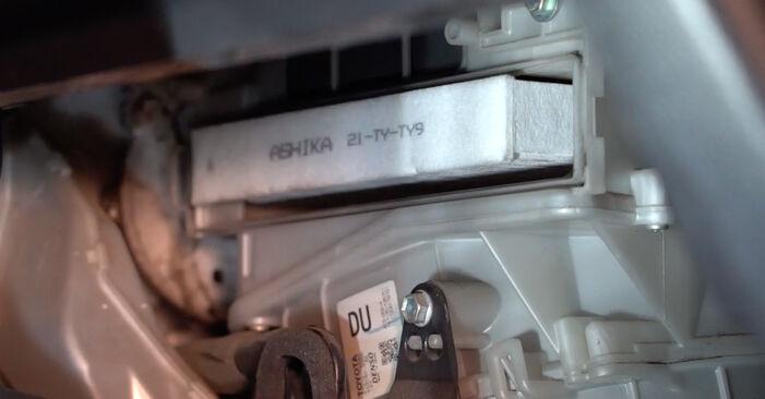 Wechseln Innenraumfilter am TOYOTA RAV 4 III (ACA3_, ACE_, ALA3_, GSA3_, ZSA3_) 2.0 4WD (ZSA30_) 2008 selber