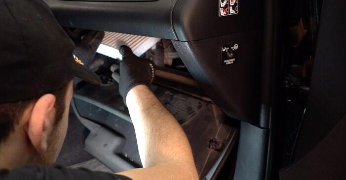 Innenraumfilter am TOYOTA RAV 4 III (ACA3_, ACE_, ALA3_, GSA3_, ZSA3_) 2.4 4WD (ACR38) 2010 wechseln – Laden Sie sich PDF-Handbücher und Videoanleitungen herunter