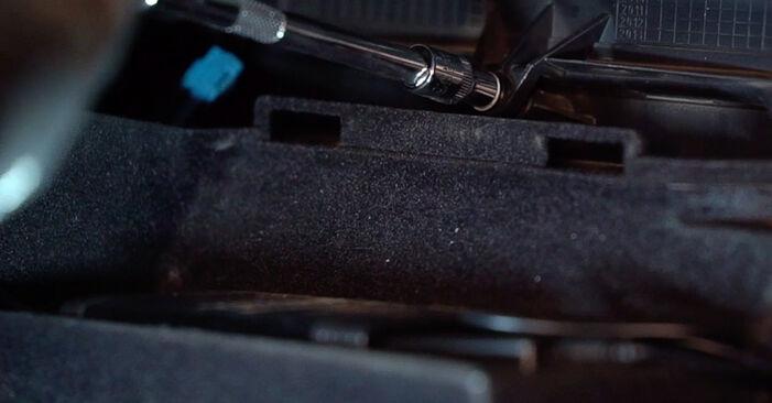 Wie schwer ist es, selbst zu reparieren: Innenraumfilter Alfa Romeo 159 Sportwagon 1.8 TBi 2011 Tausch - Downloaden Sie sich illustrierte Anleitungen