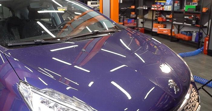 Austauschen Anleitung Innenraumfilter am Peugeot 208 1 2013 1.4 HDi selbst