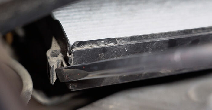 Trocar Filtro do Habitáculo no PEUGEOT 208 I Hatchback (CA_, CC_) 1.6 BlueHDi 100 2015 por conta própria