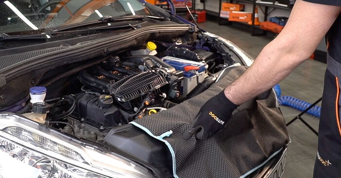 PEUGEOT 208 1.6 Pollen Filter replacement: online guides and video tutorials
