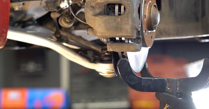 Tausch Tutorial Stoßdämpfer am BMW 3 Cabrio (E46) 2002 wechselt - Tipps und Tricks