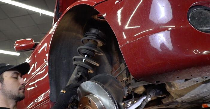 Wechseln Stoßdämpfer am BMW 3 Cabrio (E46) 318Ci 2.0 2001 selber