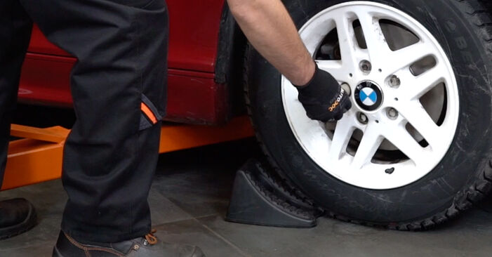 Stoßdämpfer BMW e46 Cabrio 325Ci 2.5 2000 wechseln: Kostenlose Reparaturhandbücher