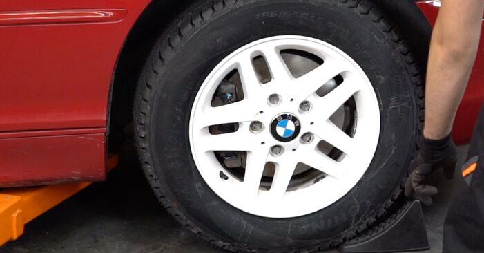 Schritt-für-Schritt-Anleitung zum selbstständigen Wechsel von BMW e46 Cabrio 2003 323Ci 2.5 Stoßdämpfer