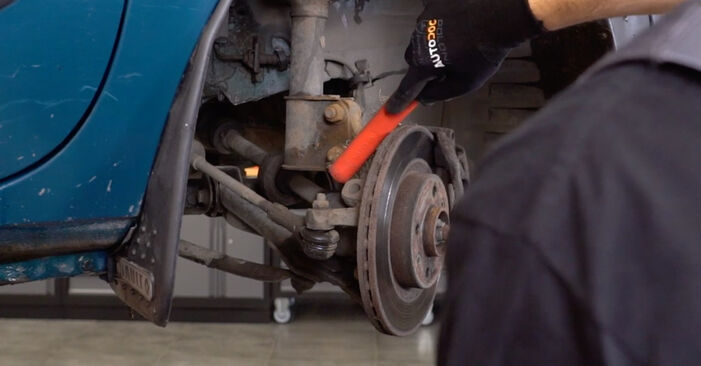 Changing of Shock Absorber on Renault Kangoo kc01 2005 won't be an issue if you follow this illustrated step-by-step guide
