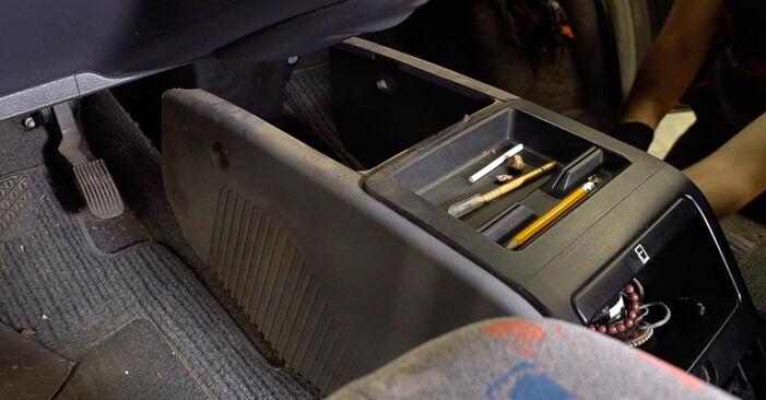 Innenraumfilter Mercedes W638 Bus 110 TD 2.3 (638.174) 1998 wechseln: Kostenlose Reparaturhandbücher