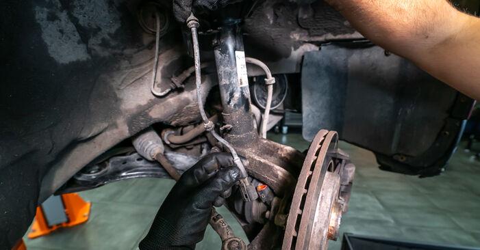 AUDI A3 S3 1.8 quattro Stoßdämpfer ausbauen: Anweisungen und Video-Tutorials online
