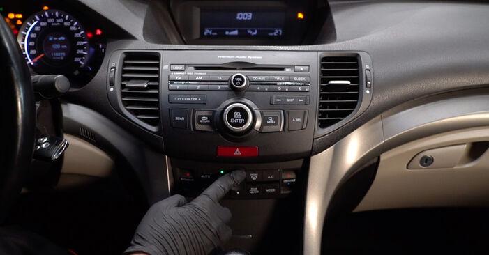 Reemplace Filtro de Habitáculo en un Honda Accord VIII CU 2018 2.0 i (CU1) usted mismo