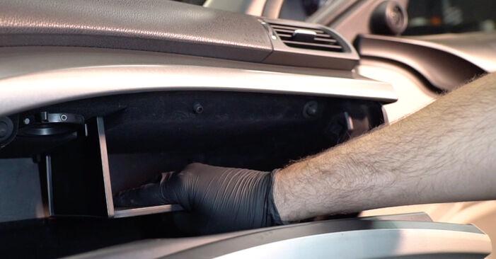 Cambio Filtro de Habitáculo en Honda Accord VIII CU 2016 no será un problema si sigue esta guía ilustrada paso a paso