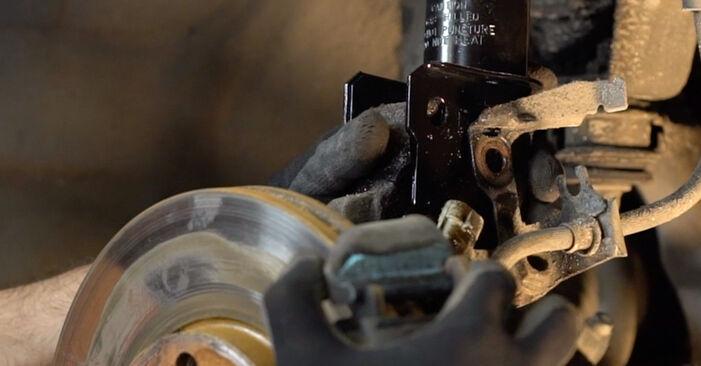 Wymiana Opel Astra g f48 1.6 (F08, F48) 2000 Amortyzator: darmowe instrukcje warsztatowe