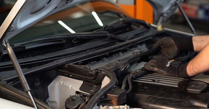 Austauschen Anleitung Innenraumfilter am BMW 3 Touring (E46) 2000 320d 2.0 selbst