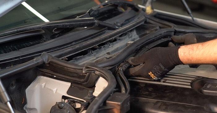 Schritt-für-Schritt-Anleitung zum selbstständigen Wechsel von BMW 3 Touring (E46) 2003 330d 3.0 Innenraumfilter