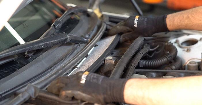 Zweckdienliche Tipps zum Austausch von Innenraumfilter beim BMW 3 Touring (E46) 330d 2.9 2004