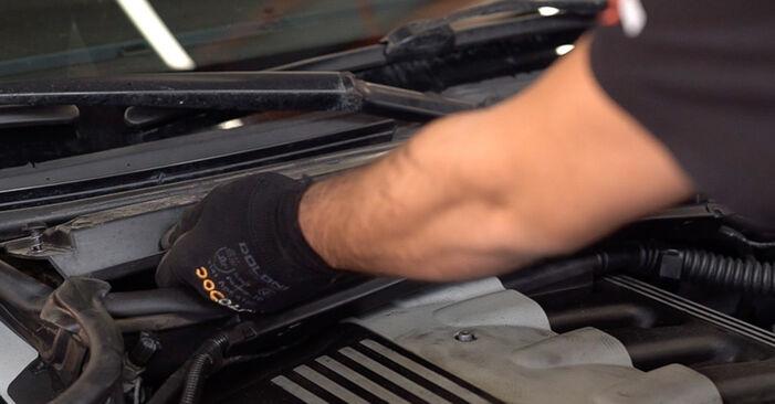 Wechseln Innenraumfilter am BMW 3 Touring (E46) 318i 2.0 2001 selber