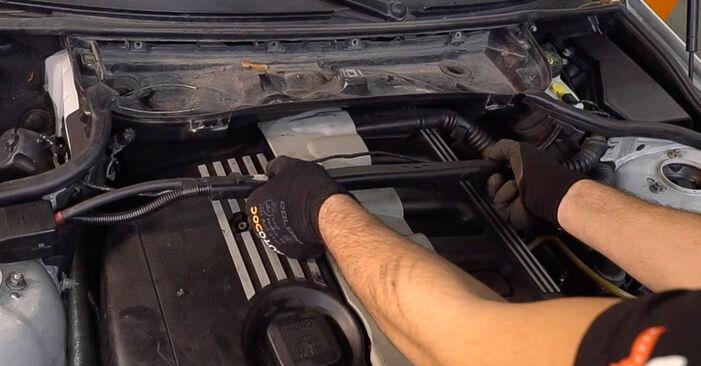 Innenraumfilter beim BMW 3 SERIES 318i 1.9 2005 selber erneuern - DIY-Manual