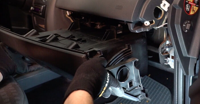 RENAULT MEGANE 2.0 Pollen Filter replacement: online guides and video tutorials