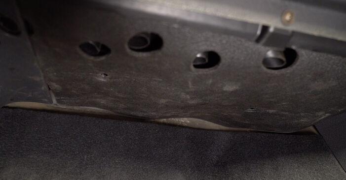 VW TOURAN 1.4 TSI Innenraumfilter ausbauen: Anweisungen und Video-Tutorials online