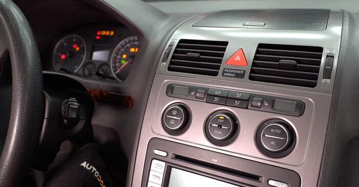 Cum să schimbați Filtru habitaclu la VW TOURAN (1T1, 1T2) 2007 - sfaturi și trucuri utile