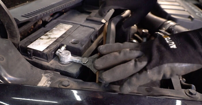 Replacing Pollen Filter on Opel Corsa C 2000 1.2 (F08, F68) by yourself
