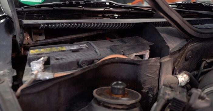 Wechseln Innenraumfilter am OPEL Corsa C Schrägheck (X01) 1.2 Twinport (F08, F68) 2003 selber