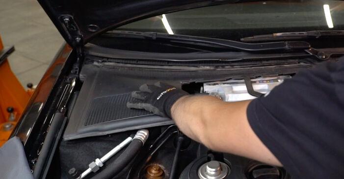 Kiek užtrunka keitimas: Audi A4 B6 Avant 2003 Oro filtras, keleivio vieta - informatyvi PDF instrukcija