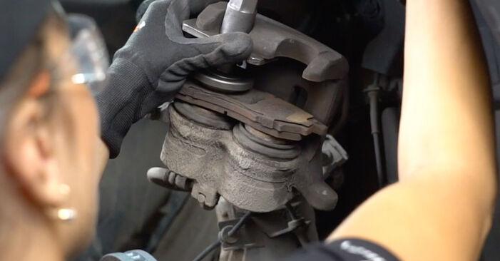 Wie schwer ist es, selbst zu reparieren: Bremsscheiben Nissan Qashqai j10 2.0 Allrad 2012 Tausch - Downloaden Sie sich illustrierte Anleitungen