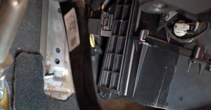 Volvo v50 mw 1.6 D 2005 Salongifilter vahetamine: tasuta töökoja juhendid