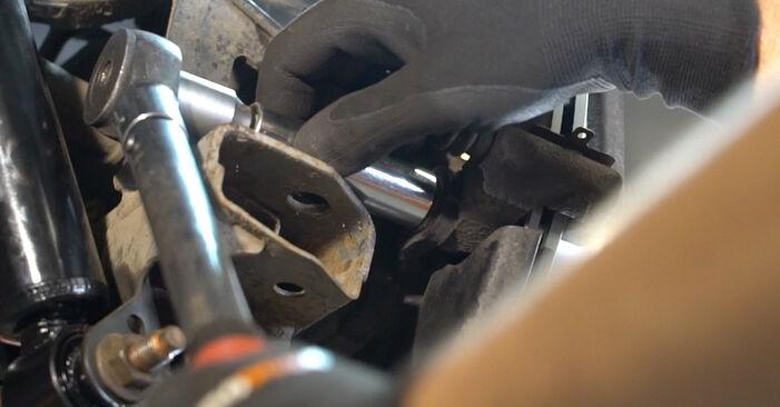 Bremsscheiben am NISSAN Qashqai / Qashqai +2 I (J10, NJ10) 2.0 2011 wechseln – Laden Sie sich PDF-Handbücher und Videoanleitungen herunter