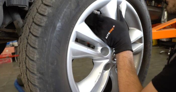 Wie NISSAN QASHQAI 1.6 dCi 2010 Bremsscheiben ausbauen - Einfach zu verstehende Anleitungen online