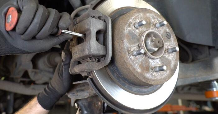 Bremsscheiben beim NISSAN QASHQAI 1.5 dCi 2013 selber erneuern - DIY-Manual