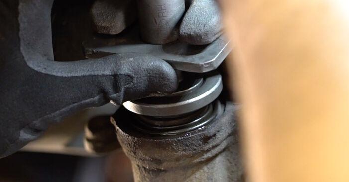 Schritt-für-Schritt-Anleitung zum selbstständigen Wechsel von Nissan Qashqai j10 2011 1.6 dCi Bremsbeläge