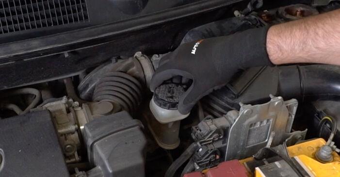 Austauschen Anleitung Bremsbeläge am Nissan Qashqai j10 2008 1.5 dCi selbst
