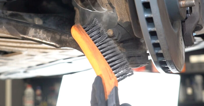 How to remove NISSAN QASHQAI 1.6 dCi 2010 Control Arm - online easy-to-follow instructions