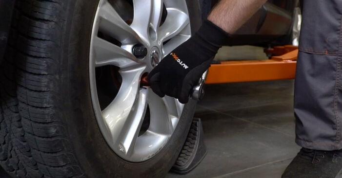 Wie problematisch ist es, selber zu reparieren: Stoßdämpfer beim Nissan Qashqai j10 2.0 Allrad 2012 auswechseln – Downloaden Sie sich bebilderte Tutorials