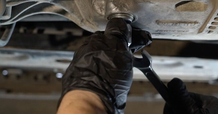 Wie schwer ist es, selbst zu reparieren: Ölfilter Renault Clio 3 1.2 16V 2011 Tausch - Downloaden Sie sich illustrierte Anleitungen