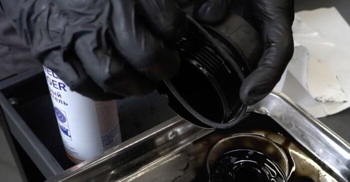Schritt-für-Schritt-Anleitung zum selbstständigen Wechsel von Peugeot 307 SW 2000 2.0 HDi 135 Ölfilter