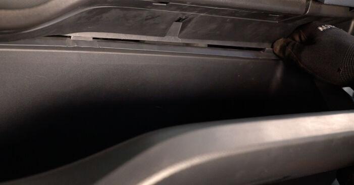 Toyota Auris e15 2.0 D-4D (ADE150_) 2008 Filtre d'Habitacle remplacement : manuels d'atelier gratuits