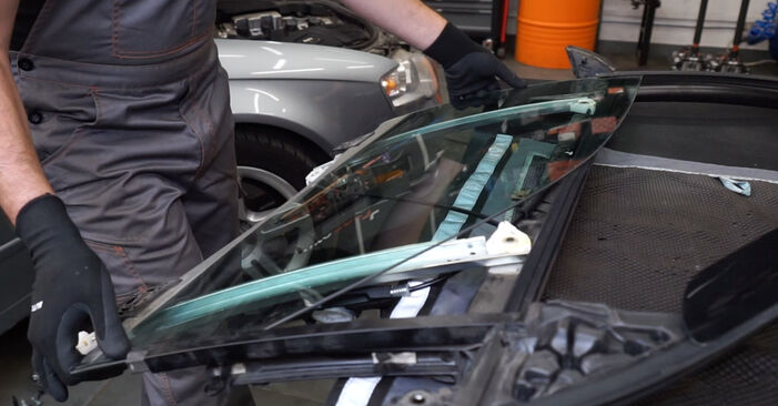 How hard is it to do yourself: Window Regulator replacement on Audi A4 B7 Saloon 2.0 TFSI 2005 - download illustrated guide