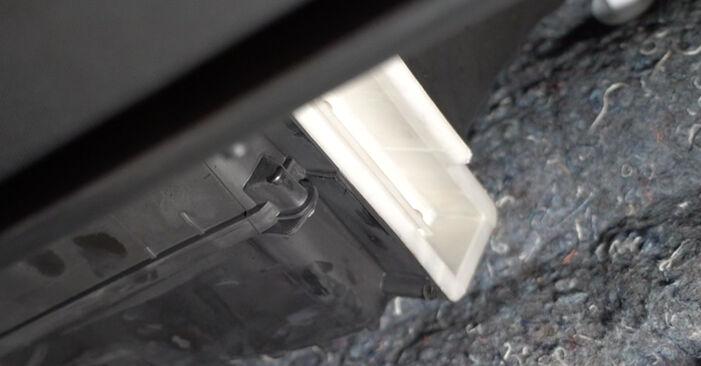 Wie Innenraumfilter PEUGEOT 107 1.0 2005 tauschen - Kostenlose PDF- und Videoanleitungen