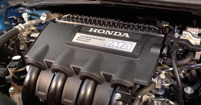 Pasikeiskite HONDA INSIGHT (ZE_) 1.5 Hybrid (ZE3) 2010 Uždegimo žvakė patys - internetinė instrukcija