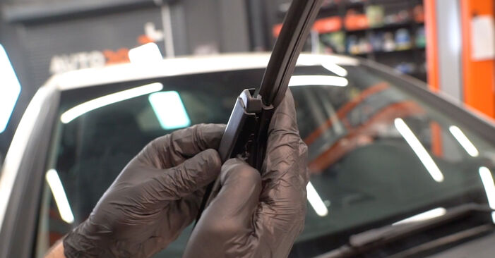 How to remove MERCEDES-BENZ B-CLASS B 150 1.5 (245.231) 2008 Wiper Blades - online easy-to-follow instructions