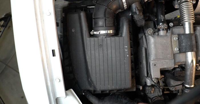 Opel Zafira f75 1.8 16V (F75) 2001 Oro filtras keitimas: nemokamos remonto instrukcijos