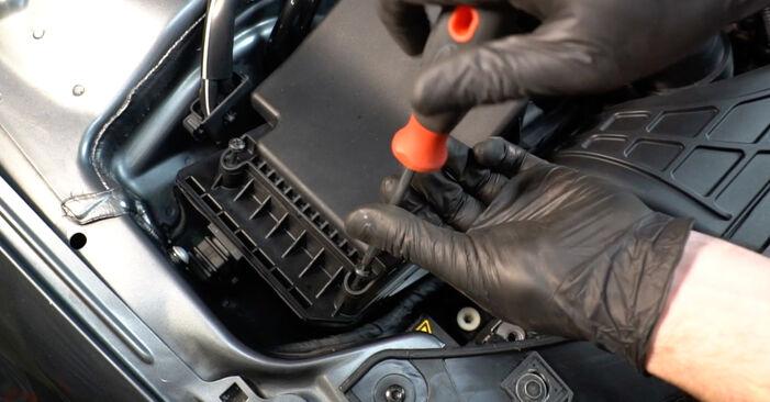 Så byter du Luftfilter på AUDI A4 Sedan (8K2, B8) 2012: ladda ned PDF-manualer och videoinstruktioner