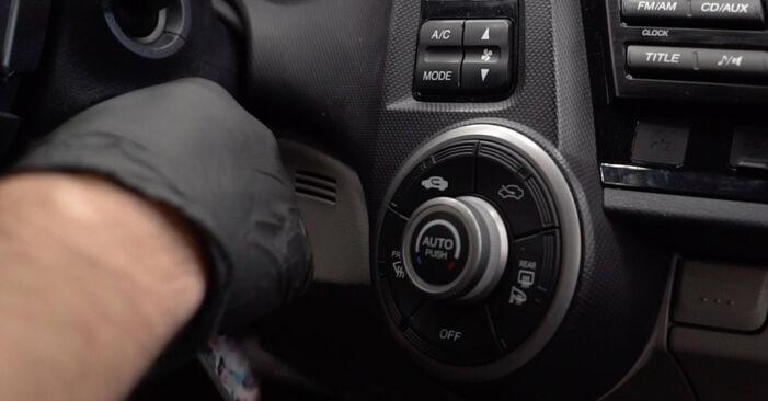 Reemplace Filtro de Habitáculo en un Honda Insight ZE2/ZE3 2019 1.3 Hybrid (ZE28, ZE2) usted mismo
