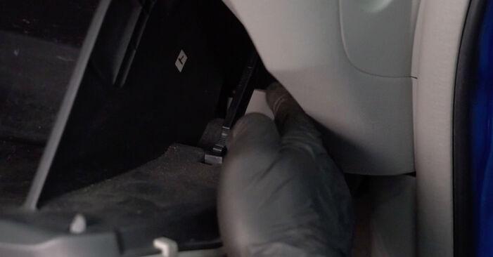 Cómo es de difícil hacerlo usted mismo: reemplazo de Filtro de Habitáculo en un Honda Insight ZE2/ZE3 1.3 Hybrid (ZE28, ZE2) 2015 - descargue la guía ilustrada
