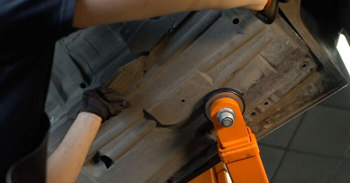 Wechseln Kraftstofffilter am BMW 5 Limousine (E39) 520i 2.0 1993 selber